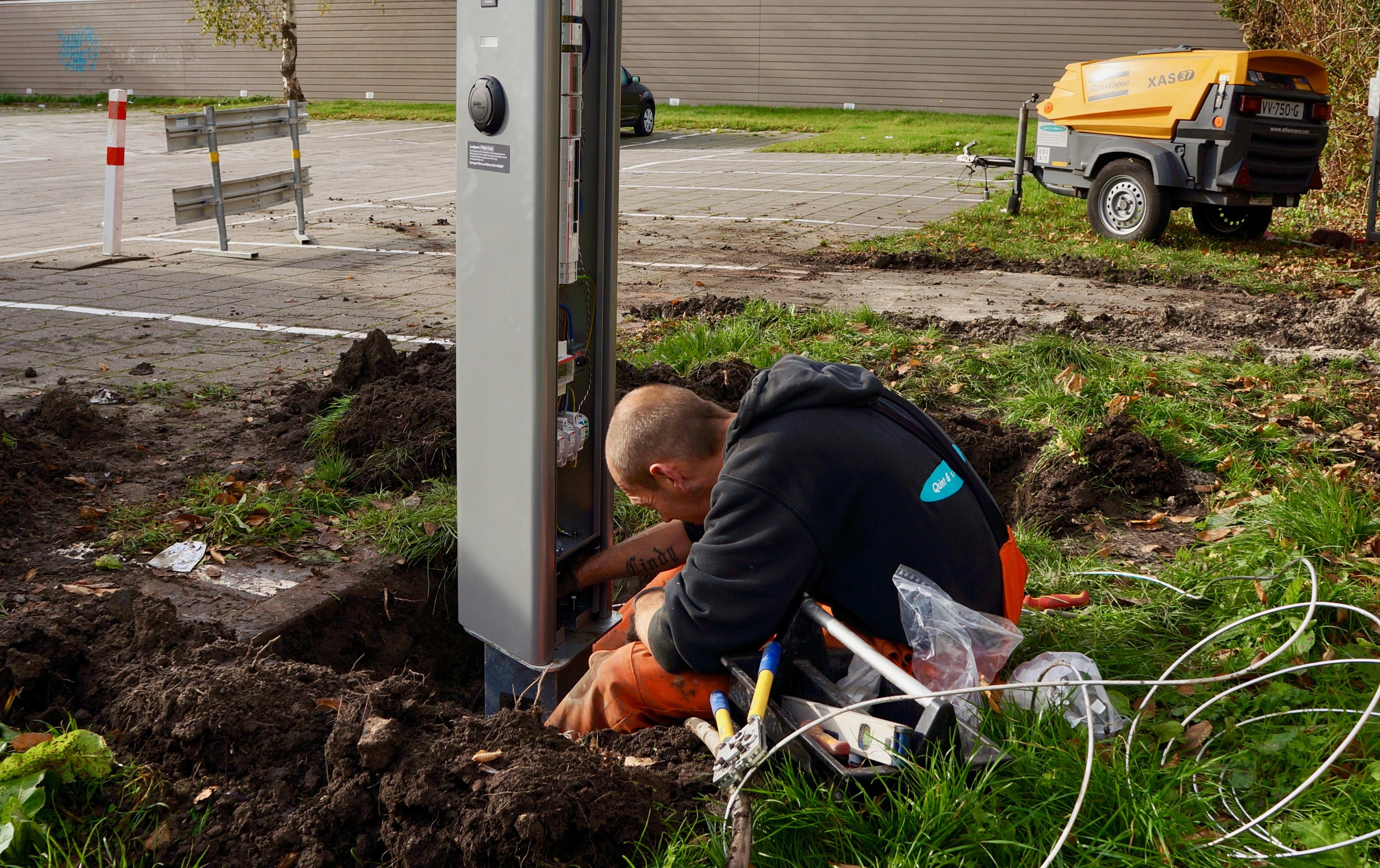 Plaatsing En Aansluiting Laadpaal In Een Arbeidsgang Mra Elektrisch